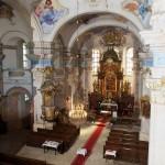Interiér kostela Nanebevzetí Panny Marie ve Zlonicích